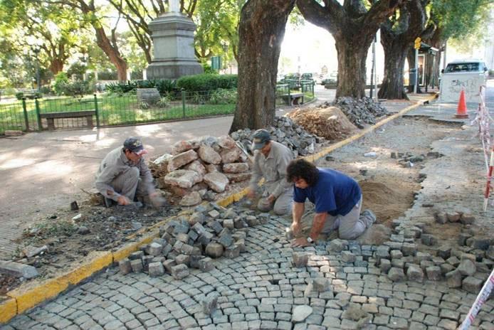 Reparan el empedrado de la avenida del Libertador