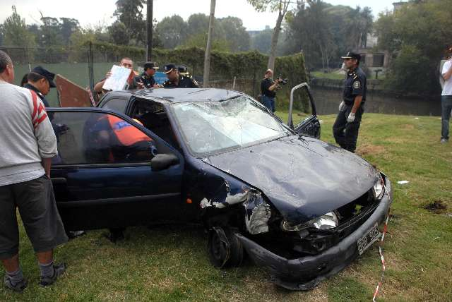Tras persecución un ladrón cae con su auto al río Tigre