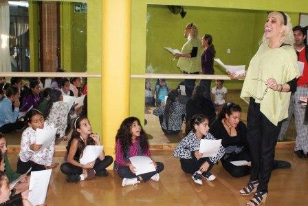 Abrió en Tigre la Escuela de Comedia Musical de Valeria Lynch