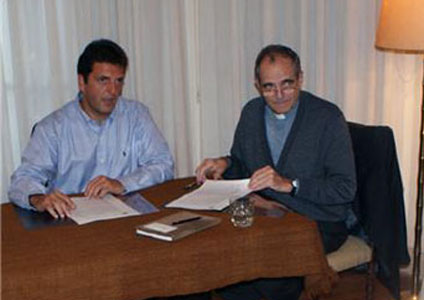Casaretto y Massa firman un acuerdo de ayuda económica para obras de la iglesia