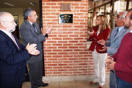 el Presidente del Honorable Concejo Deliberante de Tigre, Julio Zamora y la Concejala, Malena Massa, los directivos del colegio llevaron a cabo un emotivo festejo junto a docentes y fuerzas vivas de la comunidad