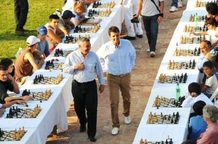 El Intendente Sergio Massa y el Presidente del HCD, Julio Zamora compartieron el encuentro junto a los vecinos de Tigre