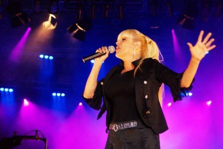 Valeria Lynch y Peteco Carabajal cantan por los 48 años de Boulogne