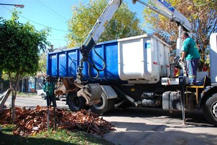 Continúa la tarea de retiro de escombros en San Isidro