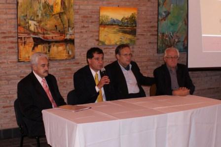 La iniciativa fue presentada en la Secretaría de Promoción Comunitaria por  funcionarios del Municipio y directivos del Banco Nación