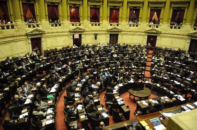 La Cámara de Diputados aprobó esta madrugada y giró al Senado el proyecto de ley que habilita el casamiento entre personas del mismo sexo