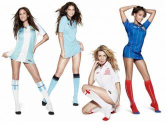 Luli Fernández y la hermana de Wanda, entre otras, posaron para una campaña con la camiseta argentina y uruguaya, respectivamente