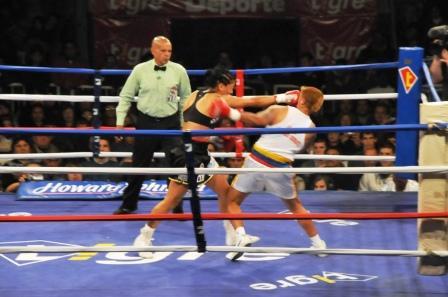 La Pantera Farías obtuvo el título mundial de peso ligero