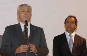 El gobernador de la Provincia de Buenos Aires, Daniel Scioli, entregó, junto al Intendente de San Martín, Ricardo Ivoskus, 133 escrituras declaradas de interés social