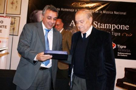 Atilio Stampone quien fue declarado como Visitante Ilustre del Partido de Tigre