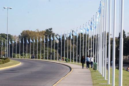 La entrada a Tigre tiene una nueva apariencia con los colores argentinos