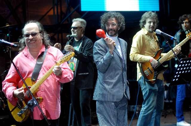 Un recital de rock multitudinario abrió los shows musicales en el paseo del bicentenario