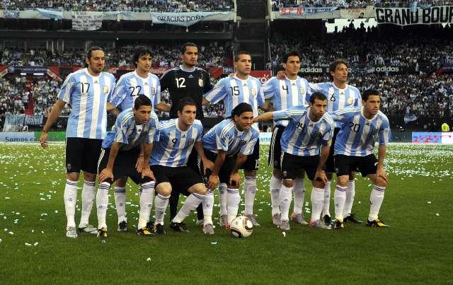 El seleccionado argentino de fútbol goleó hoy con extrema facilidad al de Canadá 5-0 en el partido que le sirvió para despedirse del público local antes de afrontar en Mundial de Sudáfrica 2010