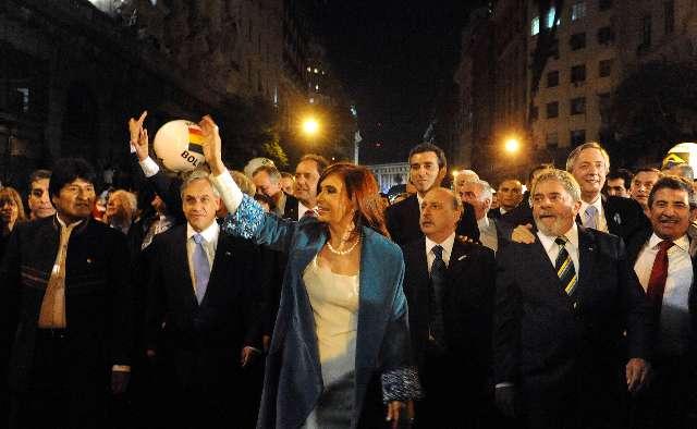 Representantes de gobiernos extranjeros saludaron a la Presidenta por el Bicentenario