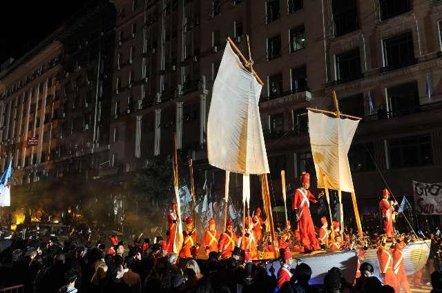 Más de dos millones de personas disfrutan de un espectáculo histórico para festejar los 200 años de la Revolución de Mayo
