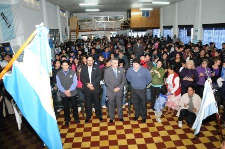 Con la presencia de más de 400 vecinos, se realizó en el Club Peñarol del Delta, la fiesta del Bicentenario de Integración denominada Pasado y Presente de Dique Luján