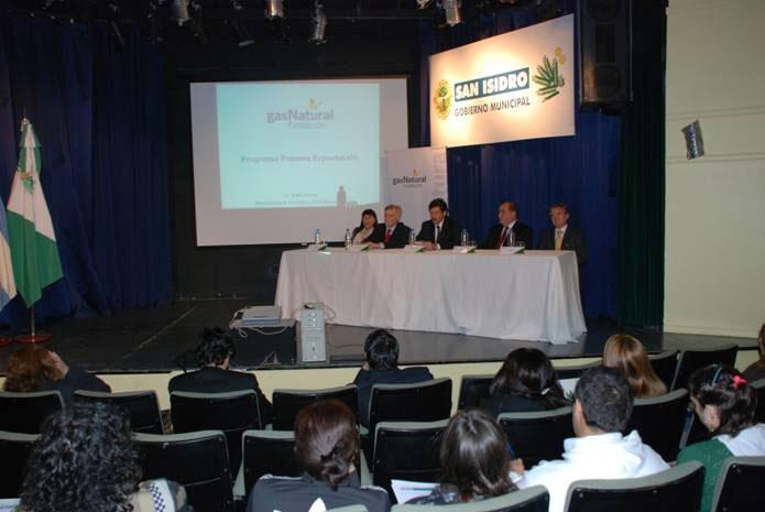 El intendente Posse firmó un convenio para ayudar a las empresas a exportar