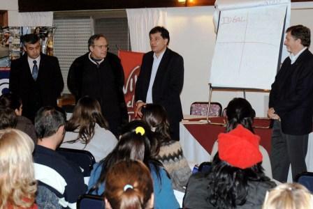 El secretario de Promoción Comunitaria, Daniel Gambino; el subsecretario de Empleo y Producción, Eduardo Fernández; Eduardo Regondi, autoridad de CAME