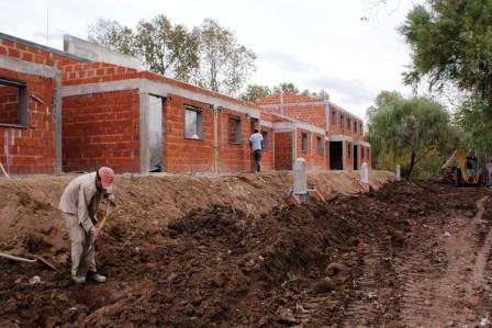 Construcción de nuevas viviendas en Rincón.