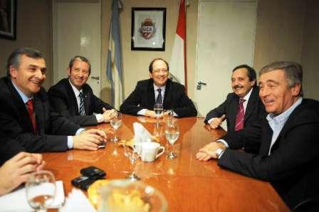 Cobos y Alfonsín se juntaron en el Comité Radical para activar la campaña hacia 2011