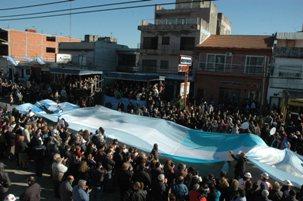 en la localidad de Villa Maipú, donde se llevó a cabo el tradicional desfile cívico-militar conmemorando un nuevo aniversario de la independencia patria