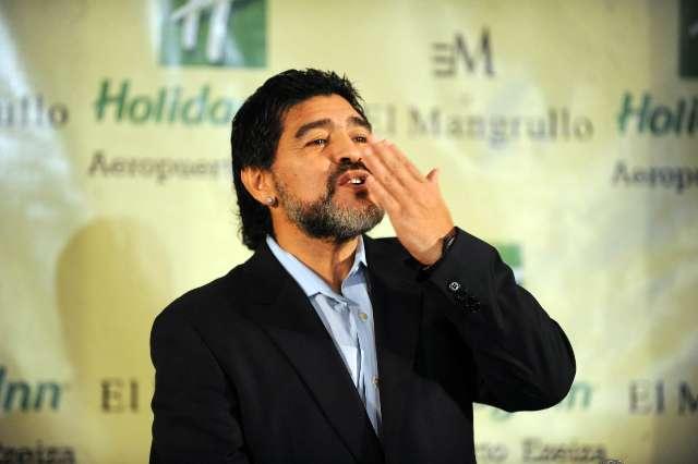 Maradona aún aspira a seguir como DT del seleccionado y tiro otra chicana al Checho