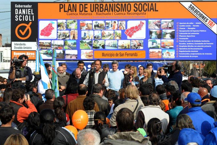 El Gobernador supervisó obras y entregó insumos en San Fernando