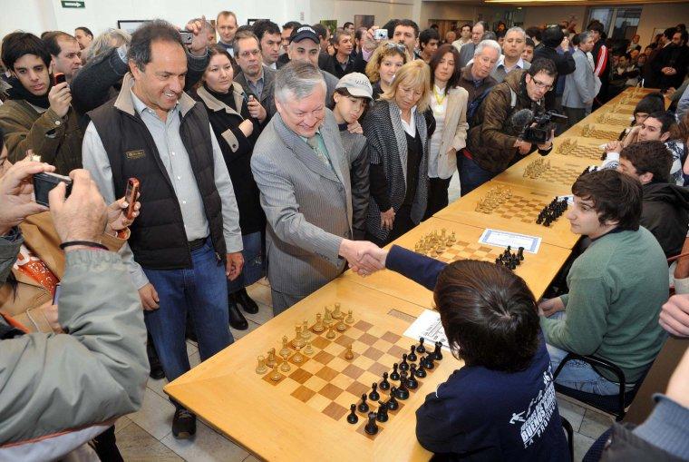Scioli en el Magistral de Ajedrez junto al gran maestro Anatoly Karpov