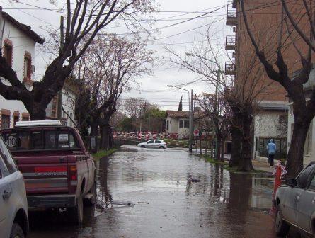 Comenzó a bajar la crecida de agua en Tigre