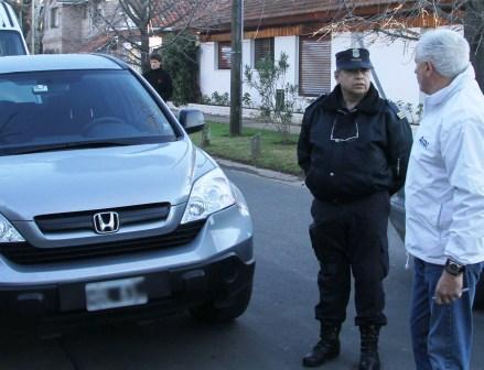 Retienen en San Isidro dos camionetas de alta gama por deuda de patente