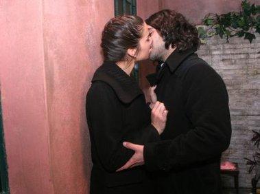 Lautaro le ruega a Renata que no se case en