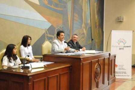 Massa asistió a una sesión del Parlamento Juvenil de Tigre