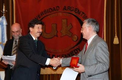 Gustavo Posse fue distinguido por la Universidad Kennedy
