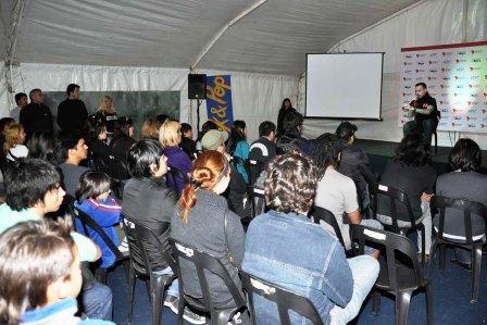 Una gran cantidad de jóvenes disfrutan del Festival Tigre, Música y Arte