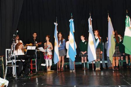 En la ceremonia se entonó por primera vez el himno a la bandera sanisidrense