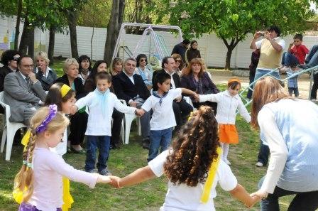 Autoridades municipales y educativas se reunieron con el objeto de proceder a la imposición de nombre del Jardín de Tigre Centro