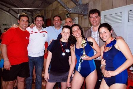 Competencia de natación en el Polideportivo de Benavídez