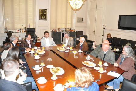 Massa recibió a una delegación de la Comunidad Autónoma de La Rioja (España)