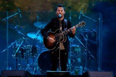 Diego Torres presentó en vivo su álbum Distinto y homenajeó a Romina Yan y Michael Jackson