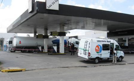 Derrame de hidrocarburos en una estación de servicio en General Pacheco