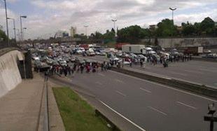 Más de un centenar de personas cortaron la ruta panamericana en Vicente López