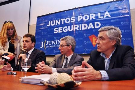 Sergio Massa firmó un convenio de integración en materia de seguridad con el municipio de Junín