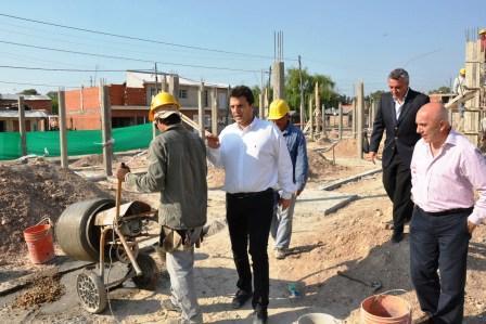 Massa recorrió obras en Tigre