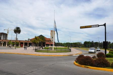 Banderas a media asta en Tigre por la muerte del ex presidente Néstor Kirchner