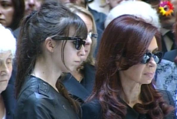 La presidenta Cristina Fernández arribó a las 11.07 a la Casa Rosada junto a sus hijos Máximo y Florencia
