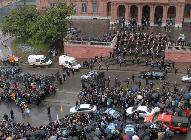 Trasladan restos de kirchner a Río Gallegos tras 26 horas de exequias