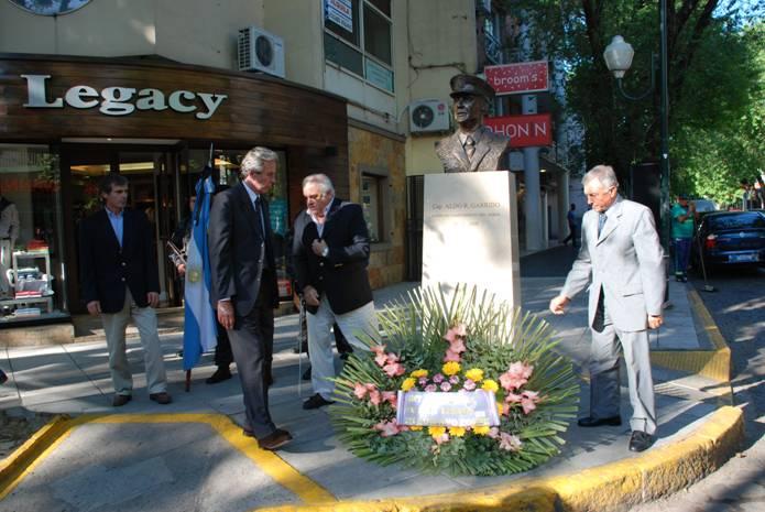 Ofrendas y toque de silencio en homenaje a Aldo Garrido