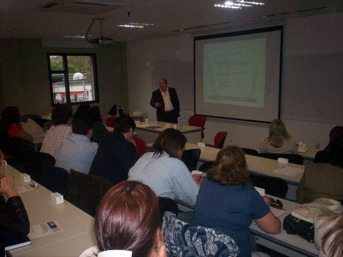 El Dr. Castellano exponiendo sobre el sistema de seguridad municipal en la UCA