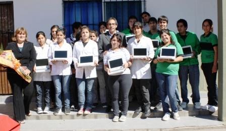Entregan netbooks y un subsidio a la escuela media Nº 5 de Garín