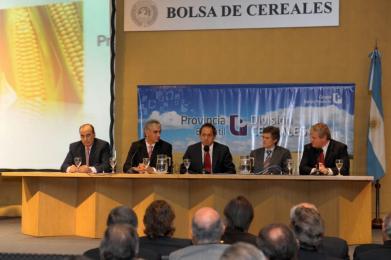 Scioli encabezó el lanzamiento de la división cereales del Bapro